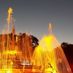 """A Praça Coronel Pedro Osório é a principal praça na zona central da cidade de Pelotas (RS). Destaque para o chafariz, """"celebridade"""" campeã de fotos! Foto: @eduares"""