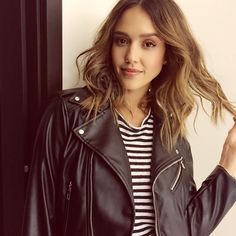 Flashback to our boss lady Jessica Alba serving up major 90s vibes at the Who What Wear x Target launch. | Photo and makeup via Instagram /dmartnyc