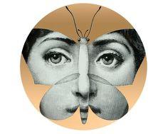 Butterfly Face, de porcelana com aplicação de decalque, 26 cm de diâm., da Fornasetti, na Farfetch, R$ 920