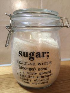 Glücklicherweise entwickelt die Gesellschaft langsam ein Bewusstsein dafür, dass Zucker süchtig macht, aber die meisten Menschen wissen nach wie vor nicht, wo sich das Zeug überall versteckt. Hustensaft, Brot, Tomatensoße, Sushi…erschrocken? http://purecore.org/zucker-der-feind-meinem-essen/