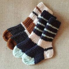 Tusindfryds Opskrifter må udelukkende bruges til privat brug. Tusindfryds Blomsterhavsstykker -strikkede håndklæder i 100% bomu... Baby Boy Knitting, Baby Knitting Patterns, Free Knitting, Knitting Ideas, Boys Closet, Baby Barn, Free Food, Free Pattern, Knit Crochet