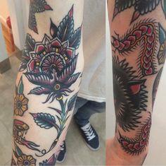 Traditional Tattoo Old School, Traditional Tattoos, Dagger Tattoo, Sang, Black Work, American Traditional, Got Books, Skin Art, Tattoo Artists