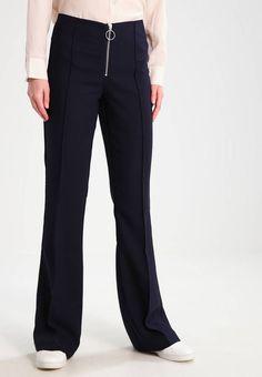 Holzweiler. LAKE - Bukser - navy. Lengde innside ben:85 cm i størrelse S. Lengde:lang. Ben ytterside:110 cm i størrelse S. Høyde til midje:høy. Overmateriale:97% polyester, 3% elastan. Mønster:ensfarget. Passform:bootcut. Modellhøy... Suits, Navy, Fashion, Hale Navy, Moda, Fashion Styles, Suit, Old Navy, Wedding Suits