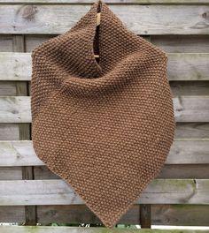 Da Rabens Saloner kom frem med en slags poncho for nogle år siden, gav det genlyd i strikkepindende igennem hele blogland. Den lille fine skuldervarmer er super nem at strikke – et hurtigt li…