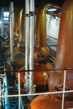 Poitean-stàile aig Balvenie. Balvenie whisky stills.