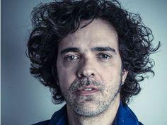 No repertório, Moska apresenta suas principais canções e sucessos que compuseram trilhas sonoras de novelas da Rede Globo.