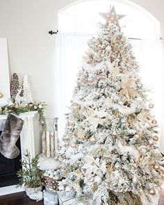 Good Morning, friends! I'm sharing my Gold & Silver Winter Wonderland Christmas Tree on the blog today. Follow along the Michaels Makers Dream Tree home tour!  Go to@prettyprovidenceblog to see the next Dream Tree in the #MichaelsMakers Home Tour. Keep clicking through the trees until you've made it back here! Tag a friend below to join you on the tour! Michaels is surprising 4 random Instagram followers with everything they need to Make their Dream Tree come true…