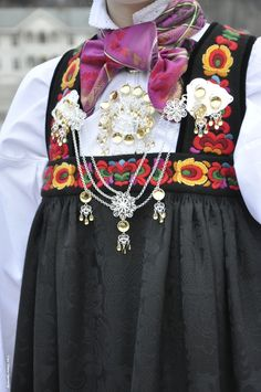 Folk Costume, Costume Dress, Costumes, Norwegian Clothing, Scandinavian Embroidery, Bridal Crown, Unique Dresses, Historical Clothing, Folklore