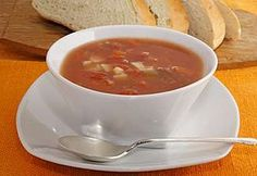 Manhattan Clam Chowder: Manhattan Clam Chowder, the cousin of New England Clam Chowder, is naturally lower in fat thanks to the use of tomatoes in place of cream. Vegetable Chowder Recipe, Chowder Recipes, Soup Recipes, Snack Recipes, Healthy Recipes, Healthy Food, Snacks, Multi Cooker Recipes, Slow Cooker Recipes
