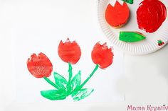12 ideas for painting in spring with children – Mama Kreativ - Malen Diy Cutting Board, Plastic Cutting Board, Diy For Kids, Crafts For Kids, Diy Hacks, Kids And Parenting, Diy And Crafts, Pastel, Stamp