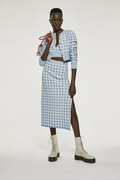 Altuzarra Resort 2021 Collection - Vogue Plaid Fashion, Vogue Fashion, Fashion News, Fashion Looks, Fashion Trends, Women's Fashion, Vogue Paris, Fashion Show Collection, Mannequins