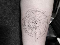 dr woo, Los Angeles tattoo, shamrock social club, thin lines, nautilus, circles                                                                                                                                                      Mais