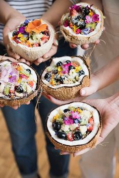 Healthy Juice Recipes 495044184030079040 - Pin for Later: 17 Coconut Shell Smoothie Bowls That Will Change Your Idea of Breakfast Forever Source by Coconut Bowl, Coconut Shell, Good Food, Yummy Food, Yummy Yummy, Food Platters, Cafe Food, Food Trucks, Aesthetic Food