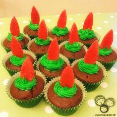 Schokoladen Muffins mit Peter Pan Hütchen und Feder Peter Pan Hut, Peter Pan Party, Food, Birthday, 5th Birthday, Children, Eten, Meals, Diet