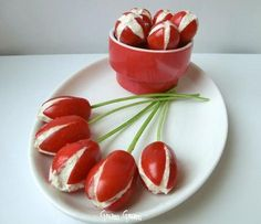 Pomodori datterini ripieni | Ricetta finger food Cute Food, Good Food, Yummy Food, Antipasto, Food Design, Creative Food Art, Cooking Recipes, Healthy Recipes, Healthy Food
