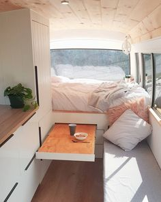 21 Awesome VW Camper Interior lif life diy how to build life diy ideas life diy interiors life diy projects Kombi Motorhome, Truck Camper, Camper Life, Camper Trailers, T5 Camper, Vw Transporter Camper, Diy Van Camper, Dodge Camper Van, Bus Life