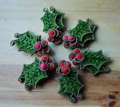I've tried making this brooch many times... there are a few tricky sections that have given me trouble in the past, repetition is the only way to sort those challenges out.