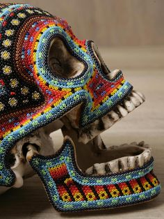I have one of these in my collection, it is beautiful! Huichol skull - a time consuming form of art where each bead is set by hand onto wax. I've seen them use a straight pin, to set the beads one by one onto a mold. Mexican Skulls, Mexican Folk Art, Crane, Mexican Design, Art Populaire, Beaded Skull, Skull And Bones, Skull Art, Skull Decor