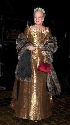 GALLERI: Dronningens smukke gallakjoler | Billed Bladet Denmark Royal Family, Danish Royal Family, Casa Real, Gala Gowns, Queen Margrethe Ii, Danish Royalty, Crown Princess Mary, Royal House, Royal Families