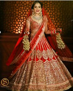 This app includes a collection of best handpicked Indian Bridal Dresses. Indian Bridal Photos, Indian Bridal Outfits, Indian Bridal Fashion, Indian Bridal Wear, Indian Dresses, Eid Dresses, Indian Wear, Wedding Lehenga Designs, Wedding Lehnga