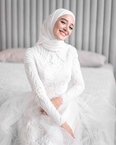 beautiful muslim wedding dresses with sleeves Muslimah Wedding Dress, Muslim Wedding Dresses, Disney Wedding Dresses, Muslim Brides, Dream Wedding Dresses, Bridesmaid Dresses, Muslim Couples, Dress Muslimah, Bridal Hijab