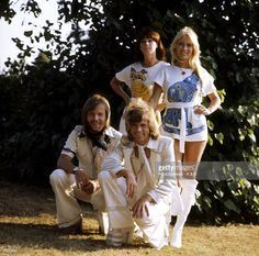 Photo of ABBA; Benny Andersson, Bjorn Ulvaeus, Anni-Frid Lyngstad, Agnetha Faltskog - posed, group shot