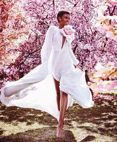 Beautiful! @officialamilnaestevao @alexilubomirski @harpersbazaarus via @troy_wise @5by5forever #AlexiLubomirski #AmilnaEstevão #AnnaTrevelyan #TeddyCharles #NicholasDesJardins #TyronMachhausen #harpersbazaarmagazine #august2016 #supermodel #fashion #fashioneditorial #fashionphotography #editorial #photography #style #femalebeauty #femalefashion #beauty #luxury #summer2016 #ia #instalike #instastyle #instafashion #instaluxury #instabeauty #imageamplified #rickguzman #troywise