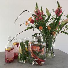 Flowers en fruitwater! Framboos & Citroen, Aardbei met Rabarber en Munt, Limoen & Citroen met Munt.