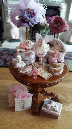 Dolls House Shop, Mini Doll House, Miniature Furniture, Dollhouse Furniture, Disney Princess Drawings, Fancy Hats, Barbie Accessories, Hat Shop, Miniature Dolls
