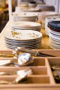 Les Filles - Plaisirs Culinaires - Tables d'hôtes Les Filles - Plaisirs Culinaires rue Vieux Marché aux Grains 46 1000 Bruxelles T: (02)534.0483 http://www.lesfillesplaisirsculinaires.be/fr/13/Tables-dh%EF%BF%BDtes