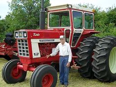1975-international-1566 - I admire the proud old farmer much more than the tractor TAO