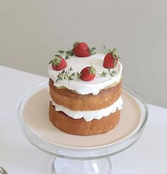 Pretty Birthday Cakes, Pretty Cakes, Cute Desserts, Dessert Recipes, Think Food, Just Cakes, Cafe Food, Aesthetic Food, Aesthetic Outfit