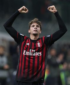 Manuel Locatelli of AC Milan celebrates after scoring the opening goal during the Serie A match between AC Milan and Juventus FC at Stadio Giuseppe Meazza on October 22, 2016 in Milan, Italy.