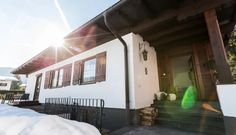 Bungalow Nr. 33 – (d)ein Ferienhaus – alpin. gemütlich. stylish. Bungalow, Outdoor Decor, Home Decor, Ground Floor, Double Room, Fireplace Living Rooms, Family Vacations, Decoration Home, Room Decor