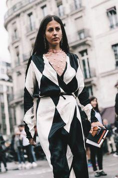 Love Theme of Paris Black and white Work Fashion, Fashion Photo, Women's Fashion, Street Chic, Street Wear, Versace, Paris Fashion Week 2016, Paris Black And White, Style Finder