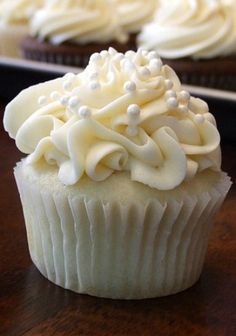 Recipe for White Wedding Cake Cupcakes - These turn out delicious, moist and fluffy cupcakes- perfect for holding buttercream frosting.