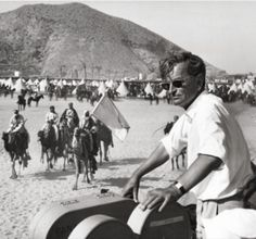 Director David Lean on set of Lawrence of Arabia Cinema Behind The Scenes Best Director, Film Director, Great Films, Good Movies, David Lean Films, Master And Commander, Alec Guinness, Peter O'toole, Lawrence Of Arabia