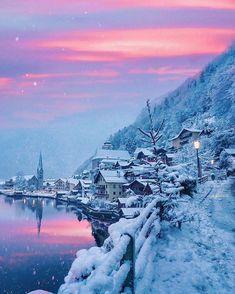 Winter in Hallstatt Austria Places To Travel, Places To Go, Travel Destinations, Winter Szenen, Winter Magic, Winter Season, Hallstatt, Destination Voyage, Travel Photography