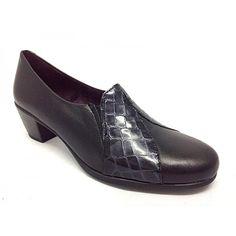 """Zapato de medio tacón de la marca Pitillos. Es una altura del tacón media, pero muy muy cómoda, ya que la horma del zapato es ancha y la base del tacón es de amplia superficie. Todo fabricado en piel de primera calidad. En este modelo , se han combinado pieles napa, con pieles fantasía charol, haciendo de este modelo un modelo más vestido y elegante. El corte del zapato, va fabricado con el método """"cosido y vuelto"""" lo que le da un ajuste perfecto a modo de salón. Los elásticos en la pala, le…"""