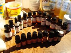 Aromatherapy is the simple practice of awakening your senses with natural oils. In fact, you have actually most likely experienced the advantages of Aromatherapy without even realizing it! Essential Oil Pack, Essential Oil Diffuser, Essential Oil Blends, Diy Beard Oil, Coconut Oil For Acne, Best Oils, Aromatherapy Oils, Tea Tree Oil, Natural Oils