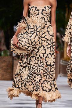 Oscar de la Renta Spring 2020 Ready-to-Wear Collection - Vogue Source by marygiuseffi outfits 2020 Fashion Mode, Fashion 2020, Look Fashion, Runway Fashion, Fashion Show, Fashion Design, Fashion Trends, Vogue Fashion, Fashion Fashion