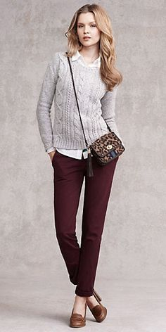 Chinos are a bit plain and preppy so go with either a casual top to match or try a pretty top for contrast! Chinos can be transformed into different looks depending on what you pair with them. Source by Outfits chic Burgundy Pants Outfit, Burgundy Chinos, What To Wear With Burgundy Pants, Colored Pants Outfits, Business Outfit Frau, Business Casual Outfits, Outfit Pantalon Vino, Work Fashion, Fashion Outfits