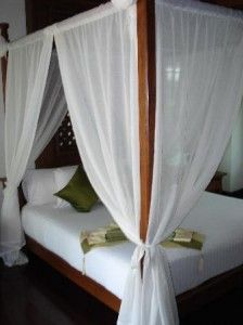 I want a four-poster bed!