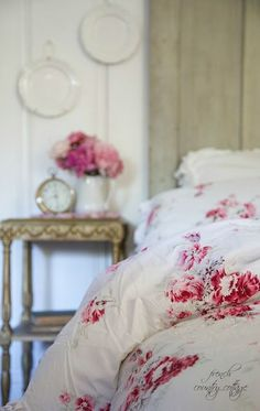 Shabby Chic Bedroom Red Cottage Style Ideas For 2019 Red Cottage, Shabby Cottage, Cottage Chic, Cottage Style, French Country Bedrooms, French Country Cottage, French Country Style, Shabby Chic Bedrooms, Shabby Chic Homes