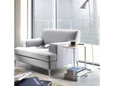 Kompaktní boční stolek YAMAZAKI Tower Magazine Rack&Table | bílý. Kompaktní boční stolek k sedačce se stojanem na časopisy