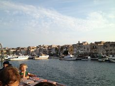 Taranto vecchia dal mare
