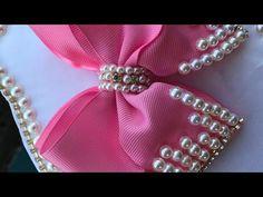Laço de pérola - YouTube Making Hair Bows, Diy Hair Bows, Diy Ribbon, Ribbon Bows, Little Girl Pageant Dresses, Felt Hair Clips, Boutique Hair Bows, Lace Bows, Diy Hair Accessories