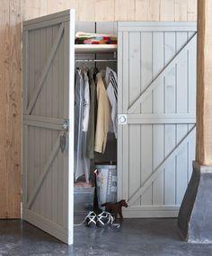 De meest basic deur is dit type: de zogenaamde klampdeur, met latten overdwars.