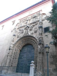 Puerta a la Calle de Santa María del pabellon anexo