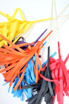 Super Bowl Party Prep and Craft Tutorial.  DIY Tissue Paper Pom Poms!